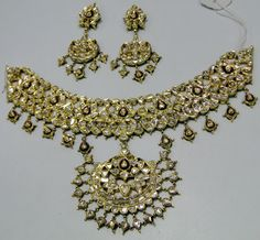 Classic Vintage elegant 20 carat solid gold, Old cut Diamonds with multicolor Enamel work necklace (Kundan Meena choker) with Matching Earrings. Ideal for any special occasions with a large size pendant in the centre with many stands of clear diamonds, gr
