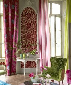 Romantic and feminine living room by Designers Guild.Designers Guild Fabrics and… Gold Wallpaper Living Room, Of Wallpaper, Fabric Wallpaper, Home Living, Living Spaces, Tricia Guild, Interior Decorating, Interior Design, Decorating Ideas