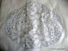 MACRAME' RUMENO - POINT LACE: Centrino con MARGHERITE (Disegno)
