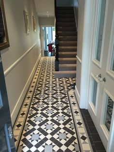 This is modified Blenheim pattern. Simply stunning! #Entrancehalls