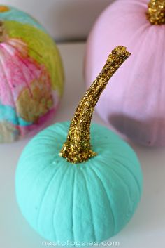 100 No Carve Pumpkin Decorating Ideas. The best pumpkin painting ideas for Halloween and fall no carving required! Easy no carve pumpkins Glitter Pumpkins, Painted Pumpkins, Halloween Pumpkins, Halloween Crafts, Halloween Decorations, Halloween Party, Harvest Decorations, Halloween Painting, Halloween Ornaments