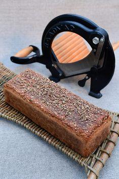"""Verdens bedste rugbrøds """"Mad for livet""""! Danish Food, Vegan Bread, Rye Bread, Eat Smart, Yummy Cakes, Bread Recipes, Baked Goods, Dairy Free, Brunch"""