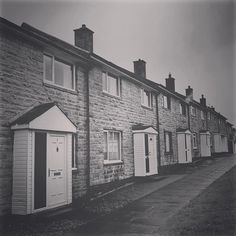 Late 20th Century terraced housing. The last of my iPhone snaps from today's rainy bike ride around the west of Alnwick. Lovely people as ever. #alnwick #northumberland #housing #terrace #architecture #symmetry #vanishingpoint #blackandwhitephotography #bnw #monotone #monochrome