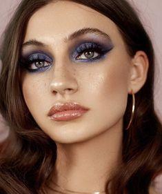 Best Winter Makeup Looks For Your Inspiration; Makeup Looks; Winter Makeup Looks; Smoking Eye Makeup Looks; Trendy Makeup Looks; Latest Makeup Looks; Glam Makeup, Pretty Makeup, Skin Makeup, Makeup Inspo, Makeup Art, Makeup Inspiration, Beauty Makeup, Disco Makeup, Makeup Geek