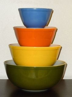 VINTAGE PYREX REVERSE PRIMARY BOWLS 1970 FULL SET 401,402,403,404  and Gorgeous!