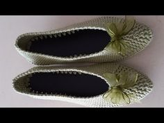 Stiletto patik - YouTube Slippers, Quilts, Youtube, Scrappy Quilts, Quilt Sets, Slipper, Log Cabin Quilts, Youtubers, Quilting