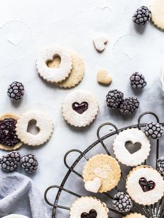 Linzer Cookies with Blackberry Jam Fruit Cookies, Linzer Cookies, Biscuit Sandwich, Biscuit Recipe, Cookie Recipes, Dessert Recipes, Desserts, Fun Foods To Make, Bakers Gonna Bake