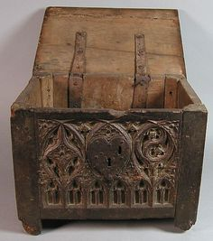 Chest, focusing more on the details and color Old Trunks, Trunks And Chests, Renaissance Furniture, Objets Antiques, Collections D'objets, Antique Wooden Boxes, Antique Chest, Late Middle Ages, Wooden Chest