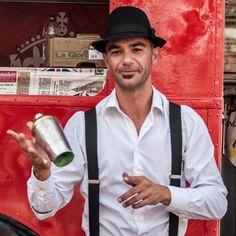 Port-adriano-street-food-bartender
