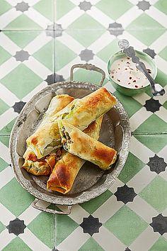 30 leckere Snacks mit Spinat. Ob kleine Blätterteigschnecken oder Spinat-Lachsrolle, hier ist für jeden etwas dabei!