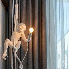 """Ein Trendsetters Must-Have: Affenstarke Beleuchtung von Seletti - die """"Monkey Lamp"""". 🐒  Weltweit fast überall ausverkauft, aber bei uns noch erhältlich! Montage, Curtains, Home Decor, Interior Lighting, Commercial Real Estate, Xmas Lights, Products, Blinds, Decoration Home"""