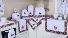 Fabric covers for all appliances! I love this idea Kitchen Sets, Kitchen Towels, Crafts To Make And Sell, Diy And Crafts, Sewing Crafts, Sewing Projects, Cuisines Diy, Appliance Covers, Sewing Aprons