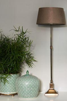 Kråkesølv FR1425, Sølvgrå, lekker nyanse. Den gir oss en fornemmelse av det blanke mineralet i kråkesølvet. #sølvgrå#silvergrey#blank#shimmer#shiny#bronse#grønn#potter#krukke#plante#maling#painting#stue#livingroom#bedroom#gang#hall#grey#grå#stålampe#inspirasjon#inspiration#fargekart#Fargerike Ikea, Lighting, Home Decor, Decoration Home, Ikea Co, Light Fixtures, Room Decor, Lights, Lightning