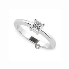 Μονόπετρο δαχτυλίδι με τετράγωνο διαμάντι σε κοπή princess cut (καρέ) από λευκόχρυσο Κ18 | Μονόπετρα δαχτυλίδια στο κοσμηματοπωλείο ΤΣΑΛΔΑΡΗΣ στο Χαλάνδρι. #μονόπετρο #λευκόχρυσος #διαμάντι #jewelry