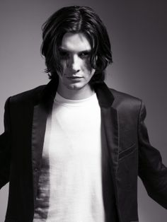 Ben Barnes, I'm so gonna pin you to the wall and have my way with you...