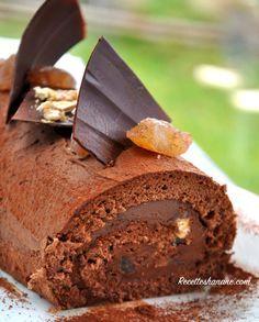 Voici la recette de la bûche que je vous ai montré hier sur facebook, un délice au chocolat préparé en moins de 30 minutes.. Cette bûche est à base d'un biscuit très moelleux au cacao, une ganache montée (express), des éclats de marron et de nougat......