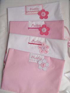 Conjunto de saquinhos numerados para levar as roupinhas da bebé para a maternidade. [rosa, branco, floral]