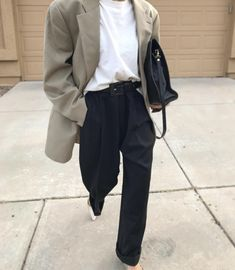 50 Cute Oversized Blazer To Wear For Women Blazer Outfits, Blazer Fashion, Fashion Outfits, Beige Blazer Outfit, Fashion Clothes, Fashion Boots, Shirt Outfit, Casual Outfits, Oversize Look