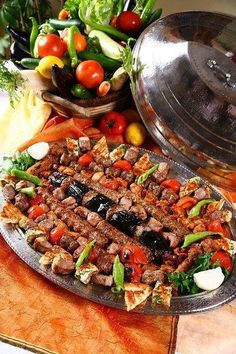 Traditional Arabic Food 'Kebab' - and very appetising. Turkish Recipes, Greek Recipes, Asian Recipes, Kurdish Food, Iranian Food, Middle East Food, Middle Eastern Recipes, Antipasto, Turkish Kebab