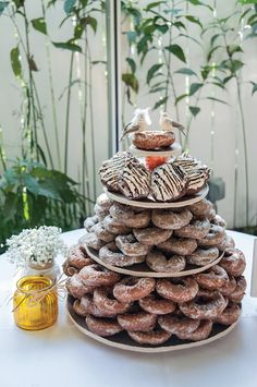 Doughnut towers instead of a wedding cake? Yes, please!