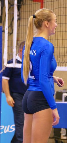 22 Times Volleyball Players Showed Us More Than Just A Perfect Serve Girls Volleyball Shorts, Female Volleyball Players, Women Volleyball, Volleyball Setter, Vaquera Sexy, Athletic Girls, Sporty Girls, Sexy Shorts, Female Athletes
