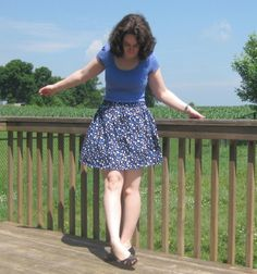 High-waisted skirts are becoming more and more stylish. They look adorable on everyone. Make your own high-waisted skirt with this Elastic Waistband Skirt tutorial!