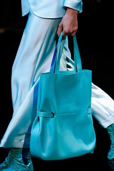 See all the Details photos from Giorgio Armani Spring/Summer 2019 Ready-To-Wear now on British Vogue Giorgio Armani, Fashion Bags, Fashion Accessories, Womens Fashion, Blue Photography, Sac Week End, Stylish Handbags, Vogue, Beautiful Bags