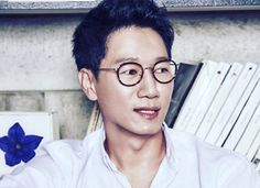 It was Yoo Jae-suk who had introduced Ji Suk-jin to his future wife. Ji Suk Jin, Yoo Jae Suk, Running Man Members, Running Man Korean, Korean Tv Shows, Future Wife, Actors, Eyewear, Kids