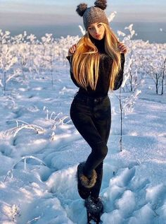 winter outfits 2018 Beautiful Fashionable Winter Styles to Keep You Warm Snow Fashion, Winter Fashion Outfits, Fall Winter Outfits, Fashion Fashion, Snow Outfits For Women, Clothes For Women, Outfit Invierno, Snow Girl, Snow Bunnies