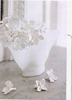 in Maison Créative hortensia flowers in Wepam material to decorate an ordinary vase
