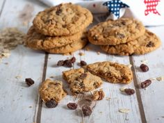 These cookies came out delicious. I added walnuts and raisins. Vanishing Oatmeal Raisin Cookie Recipe, Oat And Raisin Cookies, Oatmeal Cookies, Biscuits Aux Raisins, Cookies Et Biscuits, Healthy Cookies For Kids, Raisin Sec, Star Food, Swedish Recipes