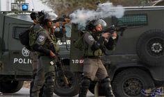 الاحتلال يعتقل مواطنين اثنين على الأقل في…: اعتقلت قوات الاحتلال مواطنين اثنين على الأقل خلال اقتحامها فجر اليوم الجمعة لبعض أحياء مدينة…