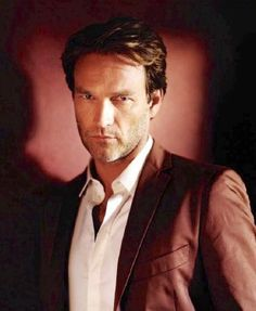 Stephen Moyer as Bill Compton True Blood DAMN BEEL! God he is so sexeh!!!