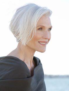 Stain Away: How to De-Yellow Grey Hair and Become a Silver, Frizz-Free Fox - Beautygeeks Short Hair Cuts, Short Hair Styles, Short White Hair, Pixie Cuts, Makeup Tips For Older Women, Corte Y Color, Ageless Beauty, Grey Hair, Lilac Hair