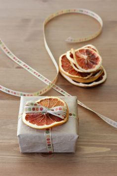 dried red grapefruit slices to dress up a gift