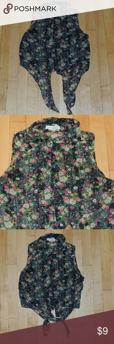 Floral belly crop top Flowy floral print belly top. Button down ties up in front. Tops Crop Tops