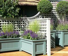 trellis, planter boxes and stained or sealed wooden deck - lots of painting & project ideas here.Decorative trellis, planter boxes and stained or sealed wooden deck - lots of painting & project ideas here. Large Outdoor Planters, Wooden Garden Planters, Fence Planters, Small Patio, Deck Planter Boxes, Planter Pots, Design Patio, Small Garden Design, Design Design