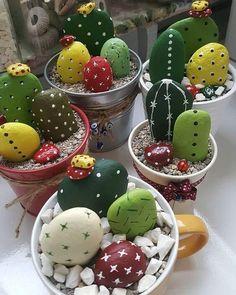 Ako spraviť váš interiér úžasný pomocou obyčajného kameňa - sikovnik.sk Cactus Rock, Painted Rock Cactus, Painted Rocks, Cactus Cactus, Fake Cactus, Prickly Cactus, Cactus Flower, Hand Painted, Kids Crafts