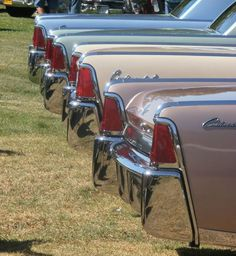 I have Lincoln Continentals on my brain this week. Lincoln Motor Company, Ford Motor Company, Lincoln Continental 1963, Lincoln Logo, Vintage Cuba, Ford Lincoln Mercury, Car Ford, Lincoln Vehicles, Ford Vehicles