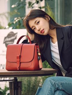 Bae Suji (배수지) news - Suzy for Beanpole Accessory 2017 spring collection Korean Star, Korean Girl, Poses Modelo, Miss A Suzy, Bae Suzy, Kim Woo Bin, Korean Celebrities, Korean Model, Korean Actresses