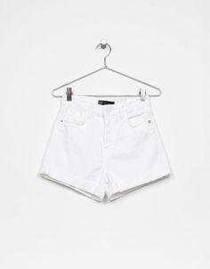 Shorts Mom Fit. Descubre ésta y muchas otras prendas en Bershka con nuevos productos cada semana
