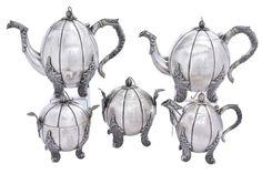 """Raríssimo aparelho para chá e café em prata portuguesa contraste """"P Coroa"""", séc. XIX. Corpo"""