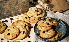 Karpalo-valkosuklaacookiet | Leivonta, Juhli ja nauti, Makea leivonta | Soppa365 Biscuits, Teet, Cookies, Desserts, Food, Crack Crackers, Crack Crackers, Tailgate Desserts, Deserts