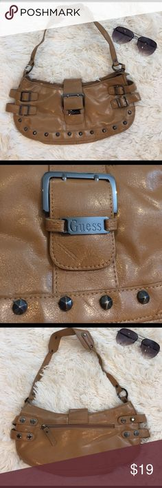 GUESS Camel Tan Purse GUESS Camel Tan Purse. Very stylish. Never used excellent clean condition! I appreciate and review any and all offers! 💕 Guess Bags