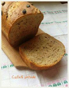 Ezt a rozsos kenyeret most formában sütöttem, így az első szelettől az utolsóig egyforma méretűre lehet szelni. Könnyebb ebből szendvicset k...