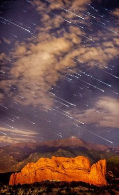Travel Pic of The Day : Meteor shower over Pikes Peak, Colorado Such Moments are priceless.. aren't they ? :-) For more travel Updates/Offers and Interesting Stuffs be connected to Travel Universally