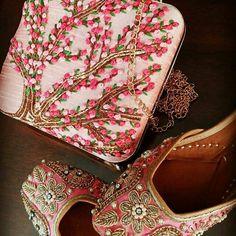 Nice clutch n shoes....
