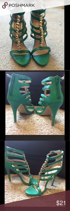 """LABOR DAY SALE💥💥💥Green and Gold Pumps! Bright green heels with gold hardware. Worn 1x. 4.5"""" heel. Beautiful! ShoeDazzle Shoes Heels"""