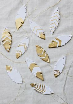 Make gilded gold clay feathers