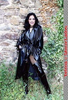 Raincoats For Women Shoes Plastic Raincoat, Pvc Raincoat, Black Mac, Black Raincoat, Goth Look, Langer Mantel, Pvc Coat, Rain Gear, Latex Girls